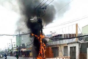 TP Hồ Chí Minh: Trụ điện cháy dữ dội trên đường An Dương Vương, Quận 6