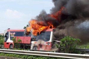 Lào Cai: Xe khách giường nằm bốc cháy ở cao tốc Nội Bài – Lào Cai