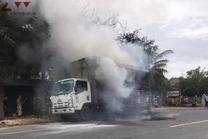 Quảng Bình: Cháy xe ô tô tải khi đang lưu thông trên Quốc lộ 1A