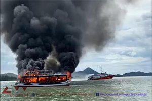 Kiên Giang: Cháy tàu trên biển Hà Tiên, hàng chục người may mắn thoát nạn