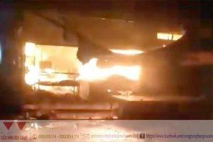 Sài Gòn: Cháy cửa hàng tạp hóa sau tiếng nổ vang