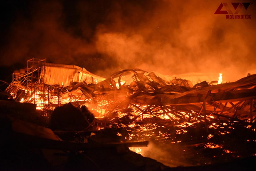 Cháy xưởng gỗ xuất khẩu gàn 3000m2 tại Bình Định