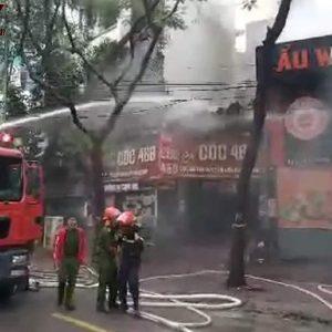 Hà Nội: Cháy quán lẩu Wang ở Dịch Vọng Hậu