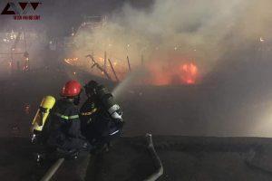 Nghệ An: 4 tàu cá cháy rụi khi đang neo trong cảng