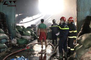 Hồ Chí Minh: Cháy hai nhà xưởng sản xuất